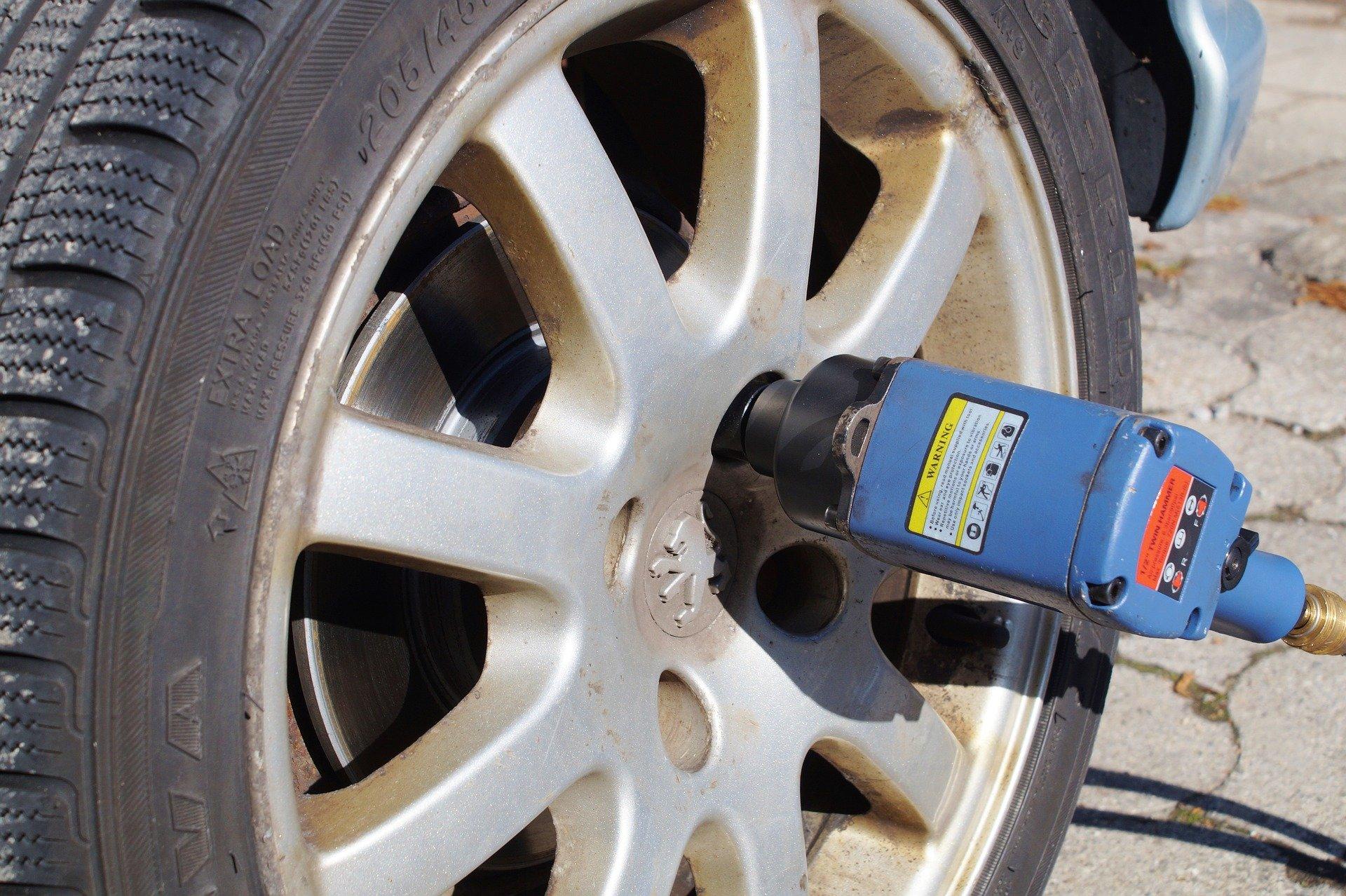 Elektro-Schlagschrauber Autoreifen wechseln